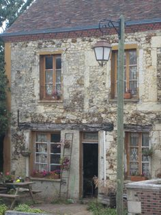 Old Country Houses, French Country House, Country Homes, Old Street, Medieval Town, France, House Exteriors, Old Buildings, Old City