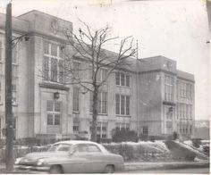 Harding Junior High School.  Built 1929, demolished 2002.