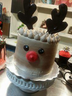 Christmas Cake Decorations, Holiday Cakes, Holiday Treats, Christmas Treats, Reindeer Christmas, Christmas Brunch, Christmas Cooking, Christmas Goodies, Christmas Desserts