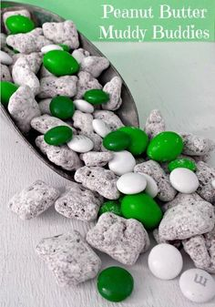 St. Patrick's Day Muddy Buddies Recipe  :: Substitute any color M&Ms for any season!