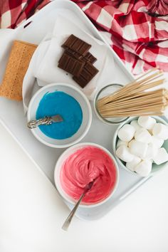 Check out these deliciously easy red, white and blue s'mores to rock your Fourth of July BBQ! Sweet Desserts, Easy Desserts, Dessert Recipes, Recipe From Scratch, Best Blogs, Something Sweet, Fourth Of July, Kids Meals, Baking Recipes