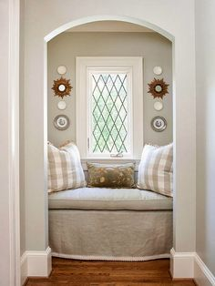 Haute Indoor Couture: Cozy nook! Love colors on wall!