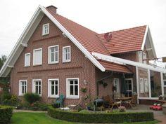 Grundrisse/Musterhäuser Landhaus Landscape Design - Well Balanced Home Landscaping Balance is a prin Prefab Log Homes, Modular Log Homes, Log Homes Exterior, Rustic Houses Exterior, Log Cabin Homes, Dream House Exterior, Exterior House Colors, Log Cabin Home Kits, Small Log Cabin Kits