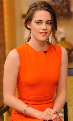"""Kristen Stewart - """"Live"""" with Kelly and Michael"""" - Nov she looks amazing with this dress! Beautiful Celebrities, Beautiful Actresses, Gorgeous Women, Kristen Stewart Pictures, Sils Maria, Kirsten Stewart, Actrices Hollywood, Lany, Robert Pattinson"""