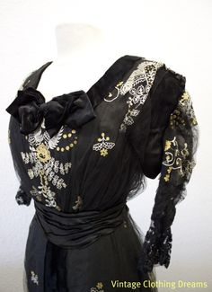 Edwardian lace dress bodice.