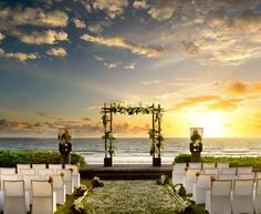 We found this image taken at the W Retreat & Spa, Bali and thought how amazing would it be to be married with this as your backdrop!