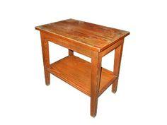 MESA RIGA - Mesa de apoio em madeira. Usada no antigo showroom.  Alt. 61 cm, Larg. 61cm, Prof. 41 cm