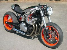 Suzuki 750GS modern cafe custom.
