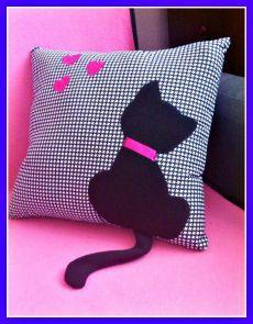 Bow Pillows, Sewing Pillows, Kids Pillows, Crochet Cushion Cover, Crochet Cushions, Amish Quilt Patterns, Applique Towels, Kalamkari Painting, Cute Room Decor