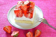 Aga w kuchni: Ciasto- biszkopt, bita śmietana i truskawki