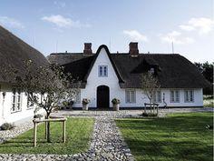 """הבית הזה הוא דוגמה מופלאה לאופן בו """"פחות"""" יכול להיות הרבה יותר וכיצד המודרניות מתקיימת בשלמות עם נגיעות מן העבר המקומי"""