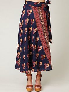 I love this skirt with those heels! makes me think of my mom! <3