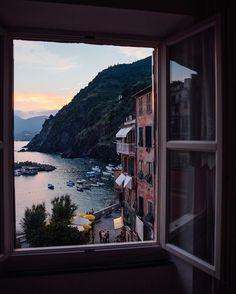 """Room With a View: The Best Hotel Views Around the World Vernazza, Italien """"Ich kam im Juli in Cinque Terre. Oh The Places You'll Go, Places To Travel, Places To Visit, Travel Destinations, Greece Destinations, Beautiful World, Beautiful Places, Beautiful Scenery, Natural Scenery"""