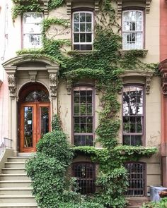 ✔ Dream House Exterior New York Cottage Shabby Chic, Shabby Chic Homes, Beautiful Buildings, Beautiful Homes, Dream House Exterior, Dream Apartment, Exterior Design, Cafe Exterior, Exterior Windows