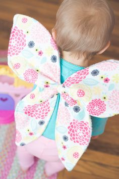 Dress Up Butterfly Wings Pattern - Crazy Little Projects - - Use this dress up butterfly wings pattern to make the cutest little butterfly costume for your little girls. Darling for them to wear and simple to make, this butterfly costume is perfect! Easy Sewing Projects, Sewing Projects For Beginners, Sewing Hacks, Sewing Tutorials, Sewing Crafts, Sewing Tips, Tutorial Sewing, Dress Tutorials, Diy Tutorial