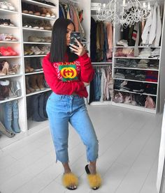 "18k Likes, 92 Comments - Amanda Khamkaew (@amandakhamkaew) on Instagram: ""Been loving mom jeans latelySweater from @hera_tees"""