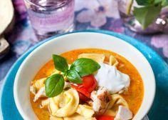 Färsk tortellini är perfekt i en snabbgjord soppa.