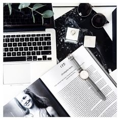 black and white flatlay Flat Lay Photography, Photography Tips, Fashion Photography, Flat Lay Inspiration, Layout Inspiration, Foto Magazine, Flatlay Styling, Long Weekend, Instagram Fashion