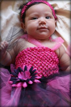I love making things, especially when it doesn't require sewing. Here are tips on how to make a tutu dress. This easy DIY Tutu Dress tutorial will impress! No Sew Tutu, Diy Tutu, Tulle Tutu, Tulle Dress, Crochet Tutu, Crochet Baby, Irish Crochet, Tutu Dress Tutorial, Newborn Tutu