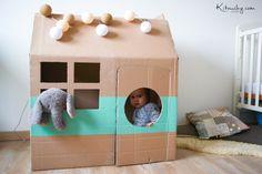 Kitouchy {Tibo,Liee &Malo}: Un petit rien •28 - Maison en carton Cardboard Houses For Kids, Cardboard Playhouse, Cardboard Toys, Cardboard Furniture, Fun Crafts For Kids, Diy For Kids, Diy Fort, Carton Diy, Cardboard Fireplace