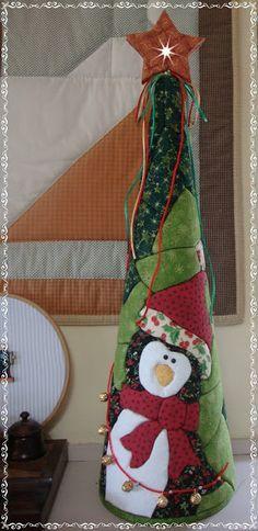 Studio da Berê: Patchwork sem agulha :: no isopor :: cone de Natal com pinguim
