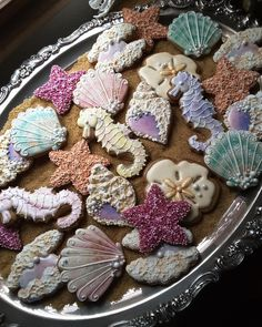 Wonders of the sea - Gingerbread keepsake cookies in sea theme completely decorated with Royal icing and sugar pearls. Summer Cookies, Fancy Cookies, Iced Cookies, Cute Cookies, Royal Icing Cookies, Cupcake Cookies, Cookies Et Biscuits, Cupcakes, Clam Shell Cookies