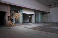 When it opened back in the 1970s, the Randall Park Mall in Ohio was then the largest mall in the world, employing more than 5,000 employees and attracting thousands of eager shoppers to its doors. Today, it is a dilapidated, abandoned structure set to be demolished later this year. Ohio-based Seph Lawless has documented the […]