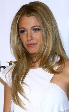 Blake lively!!! Love this color hair! Thinking about getting it dyed. Something different!
