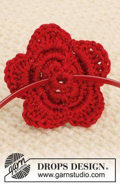 Hæklet DROPS blomst med 4 lag i Cotton Viscose og Glitter. Gratis opskrifter fra DROPS Design.