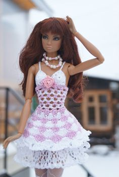 Resultado de imagen para crochet barbie doll clothes for beginners Barbie Patterns, Doll Clothes Patterns, American Girl Crochet, Crochet Barbie Clothes, Vintage Barbie Dolls, Barbie Dress, Crochet Fashion, Fashion Dolls, Beautiful Outfits