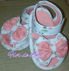 1 million+ Stunning Free Images to Use Anywhere Baby Nest Pattern, Baby Shoes Pattern, Doll Shoe Patterns, Kids Patterns, Cute Girl Shoes, Little Girl Shoes, Baby Doll Shoes, Baby Dolls, Baby Shop