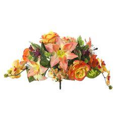 Ramos Todos los Santos. Ramo de cementerio con flores artificiales. Compuesto de liliums salmón y rosas naranja con orquideas bicolor florecillas y hojas. Alto 28 cm