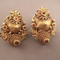 """Or22ct, rubies, India Description A beautiful old pair of earrings (19th century) from Southern India (Karnataka) is called """"Gili Ole"""" ... this pair is obviously adaptable if necessary but they are true collectibles that I leaves such as till they are not sold ... The Victoria and Albert Museum in London has a pair of this type dated 1883 ... Weight:2 x 16,8gr Height:1,37inch"""