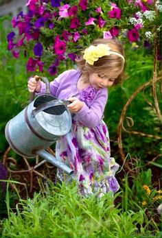 Little gardener via Ana Rosa Beautiful Gardens, Beautiful Flowers, Beautiful Pictures, Little People, Little Girls, Baby Kind, Simple Pleasures, Beautiful Children, Precious Children