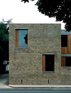 O'Donnell + Tuomey – Ranelagh Multidenominational School Brick Architecture, Minimalist Architecture, Contemporary Architecture, Architecture Details, Brick Detail, Casa Patio, Timber Panelling, Window Detail, Brick Facade