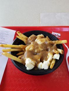 PFK Saint-Constant (Québec) Poutine au Poulet Poutine, Saint, Restaurant, Meat, Chicken, Food, Diner Restaurant, Essen, Meals
