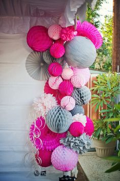 Party Decorations ● Use paper fans, paper lanterns & paper balls to create a one of a kind installment. You can use this for any type of party! Paper Balls, Gris Rose, 30th Birthday Parties, 30 Birthday, Pink Graduation Party, Birthday Ideas, Festa Party, Party Party, Pink Parties