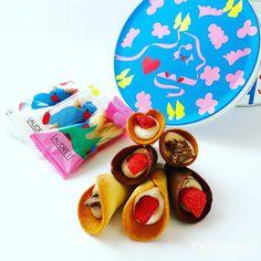 オードリーのお菓子グレイシア!花束みたいなお菓子のブーケ Miniatures, Layout, Sweets, Sugar, Cookies, Desserts, Inspiration, Food, Crack Crackers