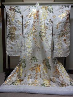 Traditional Kimono, Traditional Outfits, Japanese Outfits, Japanese Fashion, Asian Inspired Wedding, Geisha Art, Kimono Design, Wedding Kimono, Kimono Pattern
