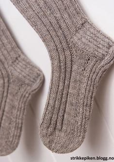 Jumper Knitting Pattern, Knitting Charts, Knitting Socks, Knitting Patterns Free, Knit Patterns, Free Knitting, Knitted Hats, Drops Design, Drops Baby Alpaca Silk