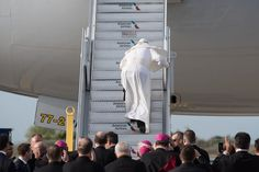 NEW YORK, NY - SEPTEMBER 26: Pope Francis stumbles up the stairs to his flight from New York en route to Philadelphia from John F. Kennedy International Airport in New York, New York on September 26, 2015. The Pope is on a six-day visit to the U.S., with stops in Washington, New York City and Philadelphia. (Photo by Andrew Renneisen/Getty Images)