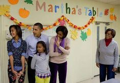 President Barack Obama, First Lady Michelle Obama, daughters Sasha and Malia, and Marian Robinson prepare to distribute food at Martha's Table, a food pantry in Barack Obama, Malia Obama, Obama President, Past Presidents, Black Presidents, Michelle Obama, Pictures Of Obama, Obama Sisters, Divas