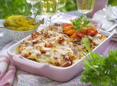 Köttfärsgratäng med pasta och korv   Med köttfärs i kylskåpet är middagen räddad. Tillsätt pasta, lite grönsaker och en kryddigt korv så är vardagsmaten fixad.