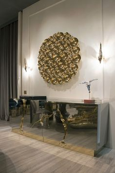 nspired by the seminal discovery of the law of gravity by Sir Isaac Newton, the Newton Mirror by @bocadolobo was created through the most exclusive and ancient craftsmanship technique which resulted in its singular frame ➤ #bocadolobo #wallmirrors #mirrors #luxurymirrors #exclusivedesign #craftsmanship #design #luxury #interiordesign #interiors #mirrordesigns #isaacnewton #newton #newtonmirror