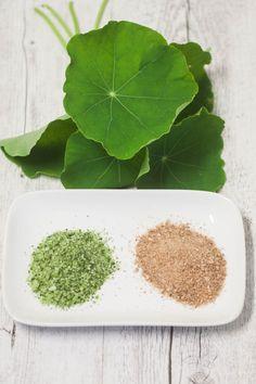 Kapuzinerkresse-Salz aus frischer Kapuzinerkresse leicht selber machen. Leicht und schnell zubereitet bietet es einen leckeren würzig -scharfen Geschmack
