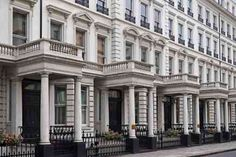 With classic architecture and elegant residences Belgravia London is worlds wealthiest district, consisting of multi-billion dollar homes, residences, cafes & restaurants. London Townhouse, London House, London Life, Beautiful Places To Live, Beautiful Homes, Billion Dollar Homes, Art Nouveau, Gothic, Eaton Square