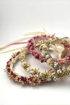Zauberhafter Haarkranz. Mit viel ♥ aus Österreich. #Haarkranz #Blumenkranz #flowercrown #wedding #hair #bridesmaid #bridehair #brautjungfer #braut #wedding2020 #getrockneteblumen #Kaufsinn #madeinaustria #madewith♥ Anna, Crown, Jewelry, Flower Head Wreaths, Hair Garland, Dried Flowers, Creative Gifts, Floral Wreath, Bridesmaids