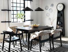 Una casa senza tappeti è una casa spoglia. I tappeti scaldano, arredano e danno personalità all'ambiente. Tondi, rettangolari, quadrati, grandi, piccoli, con decori floreali o geometrici, tinta unita o di pelo, quali sono le tendenze e qual'è il tappeto che fa per voi? http://www.arredamento.it/tappeti-di-design-moderni.asp #tappeti #arredare #tendenze #living