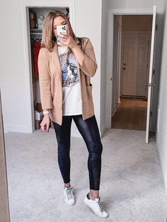 Virginia blogger, Lauren Dix, shares six sweater blazer outfits blazer over graphic tee and leggings with sneakers White Jeans Outfit, Blazer With Jeans, Casual Blazer, Blazer Outfits, Dressy Outfits, Jean Outfits, Turtleneck Outfit, Black Turtleneck, How To Wear Sneakers