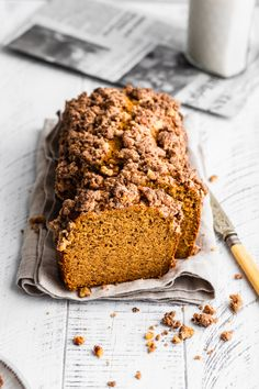 The Best Gluten Free Pumpkin Banana Bread with Walnut Streusel Topping This gluten free bread is definitely the best pumpkin bread I've ever made with cinnamon streusel. A healthy dessert recipe will become a family favorite! Cinnamon Banana Bread, Banana Walnut Bread, Banana Bread Recipes, Pumpkin Recipes, Gluten Free Sweets, Gluten Free Baking, Sin Gluten, Healthy Dessert Recipes, Cake Recipes